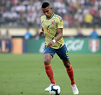 LIMA,PERÚ,09-06-2019:William Tesillo jugador de Colombia disputa el balon con  el Perú durante   partido amistoso de preparación para la Copa América de Brasil 2019 jugado en el estadio Monumental de Lima la ciudad de Lima./William Tesillo player of Colombia fights the ball against of  Peru team during a friendly match in preparation for the 2019 Copa América of Brazil played at Lima's Monumental Stadium in Lima. Photo: VizzorImage / Cristian Alvarez / FCF