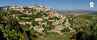 France, panoramic view of Gordes Medieval hilltop village (Licence this image exclusively with Getty: http://www.gettyimages.com/detail/sb10065474aa-001 )