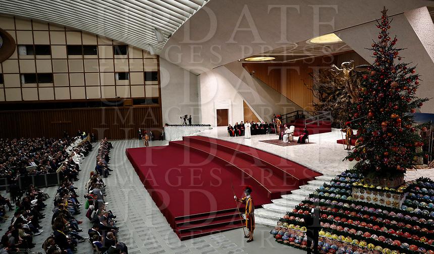 Papa Francesco tiene un'udienza in Aula Paolo VI per una  delegazione dei donatori dell'albero di Natale e del Presepe situati in piazza San Pietro. <br /> Citta' del Vaticano, 7 dicembre 2017.<br /> Pope Francis leads an audience with a delegation of donors of the Christmas tree and nativity scene set up in St. Peter's Square, in Paul VI Hall at the Vatican on December 7, 2017. <br /> UPDATE IMAGES PRESS/Isabella Bonotto<br /> <br /> STRICTLY ONLY FOR EDITORIAL USE