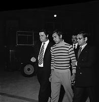 """Double crime d'Ondes. Les assassins keller et Horneich <br /> <br /> """"+ M. Dalas chef du SRPJ"""" 4 octobre 1972. plan 3/4 de 3/4 face de Joseph Keller menotté et entouré des policiers chargés de l'enquête. Vue de nuit. Cliché pris le lendemain de l'arrestation des deux suspects Joseph Keller et Marcellin Horneich dans l'affaire du double meurtre d'Ondes. Observation: Dans la nuit du 29 au 30 août 1972, un couple de touristes anglais autostoppeurs, est assassiné à Ondes (José Clive Latter 23 ans et Joy Joffe 20 ans). Un mois après, les auteurs du crime sont interpelés : ils s'agit de Marcellin Horneich et son neveu Joseph Keller. Ils avouent leur crime le 4 octobre 1972. Après 4 ans d'instruction, ils sont condamnés à mort le 25 juin 1976 par la Cour d'Assises de la Haute-Garonne. Le 8 janvier 1977, ils sont tous les deux graciés par le Président Valéry Giscard d'Estaing."""