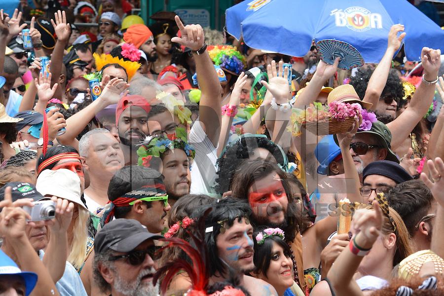 RIO DE JANEIRO, RJ, 06,02.2016 - CARNAVAL-RJ - Foliões se divertem no bloco cordão do Boitatá no bairro do centro do Rio de Janeiro na tarde deste domingo, 07. (Foto: Jorge Hely/Brazil Photo Press)