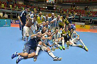 CALI -COLOMBIA-01-10-2016: Jugadores de Argentina celebran como campeones después del encuentro entre Rusia y Argentina por la final de la Copa Mundial de Futsal de la FIFA Colombia 2016 jugado en el Coliseo del Pueblo en Cali, Colombia. / Players of Argentina celebrate as champions after the match between Rusia and Argentina for the final of the FIFA Futsal World Cup Colombia 2016 played at Metropolitan Coliseo del Pueblo in Cali, Colombia. Photo: VizzorImage/ Gabriel Aponte / Staff