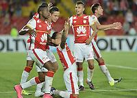 BOGOTÁ - COLOMBIA -29-09-2015: Wilson Morelo (C) jugador de Independiente Santa Fe (COL) celebra con sus compañeros un gol anotado a Emelec (ECU)  durante partido de vuelta por octavos de final, llave C, de la Copa Sudamericana 2015 jugado en el estadio Nemesio Camacho El Campín de la ciudad de Bogota./ Wilson Morelo (C) player of Independiente Santa Fe (COL) celebrates with his teammates a goal scored to Emelec (ECU)  during second leg match for the knockout stages, key C, of the Copa Sudamericana 2015 played at Nemesio Camacho El Campin stadium in Bogota city.  Photo: VizzorImage/ Gabriel Aponte /Staff