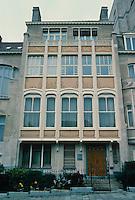 Victor Horta: Hotel Van Eetveld, 1898. 4 Ave. Palmerston, Brussels. Sandstone facade. Art Noveau.