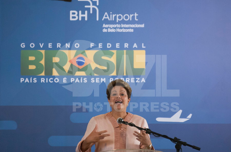 BELO HORIZONTE, MG, 07042014 _ DILMA ASSINA CONTRATO DE CONCESSÃO EM BH _ A Presidenta Dilma Rousseff assinou contrato de concessão do Aeroporto de Confins hoje em Belo Horizonte durante evento no Aeroporto de Confins, na manhã desta  segunda-feira, 07. (Foto: Sergio Falci/Brazil Photo Press).
