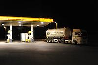 - Germania, stazione di servizio sull'autostrada....- Germany, motorway service station