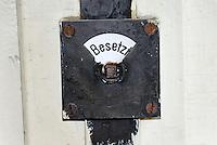 Besetzt: DEUTSCHLAND, MECKLENBURG-VORPOMMERN, ROSTOCK, (GERMANY, MECKLENBURG POMERANIA), 15.05.2008:  Europa, Deutschland, Mecklenburg Vorpommern, belegt, besetzt, Geschichte, Schloss, Toilette, Toiletten, Tuer, WC.c o p y r i g h t : A U F W I N D - L U F T B I L D E R . de.G e r t r u d - B a e u m e r - S t i e g 1 0 2, 2 1 0 3 5 H a m b u r g , G e r m a n y P h o n e + 4 9 (0) 1 7 1 - 6 8 6 6 0 6 9 E m a i l H w e i 1 @ a o l . c o m w w w . a u f w i n d - l u f t b i l d e r . d e.K o n t o : P o s t b a n k H a m b u r g .B l z : 2 0 0 1 0 0 2 0  K o n t o : 5 8 3 6 5 7 2 0 9.C o p y r i g h t n u r f u e r j o u r n a l i s t i s c h Z w e c k e, keine P e r s o e n l i c h ke i t s r e c h t e v o r h a n d e n, V e r o e f f e n t l i c h u n g n u r m i t H o n o r a r n a c h M F M, N a m e n s n e n n u n g u n d B e l e g e x e m p l a r !.