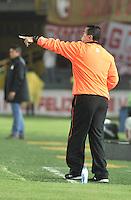 BOGOTA - COLOMBIA -26 -03-2014: Juan C Sanchez, tecnico de Envigado FC, da instrucciones a los jugadores durante partido aplazado entre Independiente Santa Fe y Envigado Chico FC por la fecha 10 de la Liga Postobon I-2014, jugado en el estadio Nemesio Camacho El Campin de la ciudad de Bogota. / Juan C Sanchez, coach of Envigado FC gives intructions to the players during a posponed match between Independiente Santa Fe and Envigado FC for the 10th date of the Liga Postobon I -2014 at the Nemesio Camacho El Campin Stadium in Bogota city, Photo: VizzorImage  / Luis Ramirez / Staff.