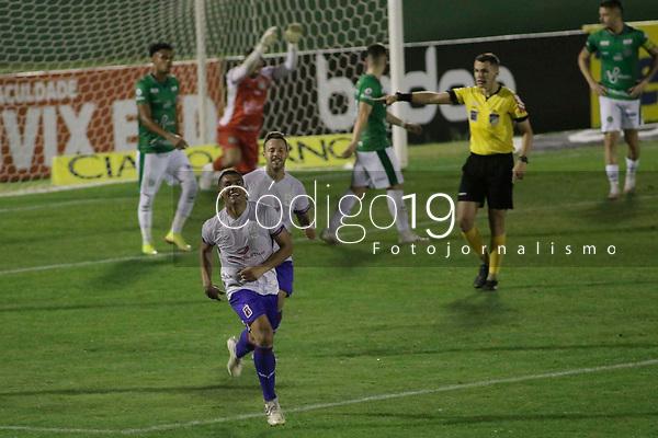 Campinas (SP), 18/08/2020 - Guarani - Paraná - Jhony Douglas comemora gol do Parana. Partida entre Guarani e Paraná pelo Campeonato Brasileiro 2020 da série B, nesta terça-feira (18), no Estádio Brinco de Ouro, em Campinas (SP).