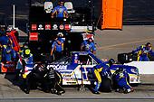 #19: Derek Kraus, McAnally Hilgemann Racing, Toyota Tundra NAPA AUTOCARE pit stop