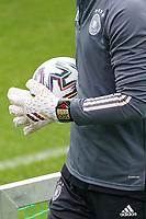 Manuel Neuer (Deutschland Germany) hat neue Handschuhe mit einer 100 darauf für 100 Spiele - Seefeld 05.06.2021: Trainingslager der Deutschen Nationalmannschaft zur EM-Vorbereitung