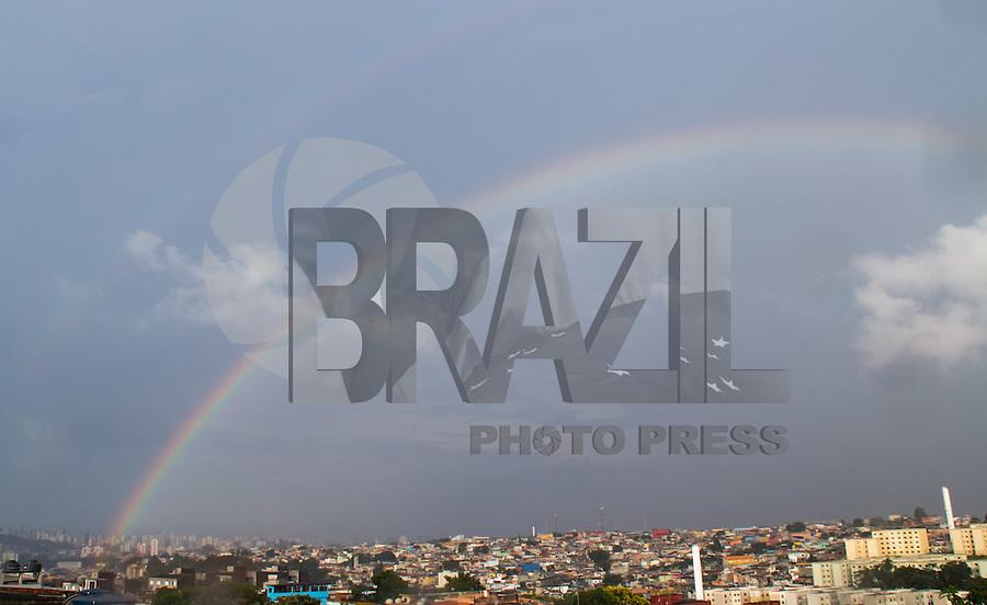 SAO PAULO, SP - 29.12.2016 - CLIMA-SP - Arco-íris corta o céu de São Paulo vista da zona sul da capital no final da tarde desta quinta-feira (29). <br /> <br /> (Foto: Fabricio Bomjardim / Brazil Photo Press)