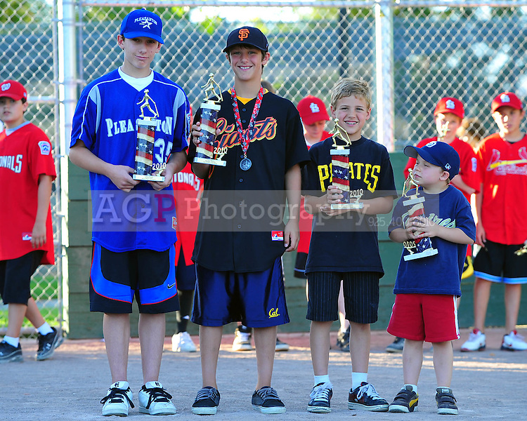 The PNLL 2010 awards at the Pleasanton Sports Park Sunday June 14, 2010. (Photo by Alan Greth)