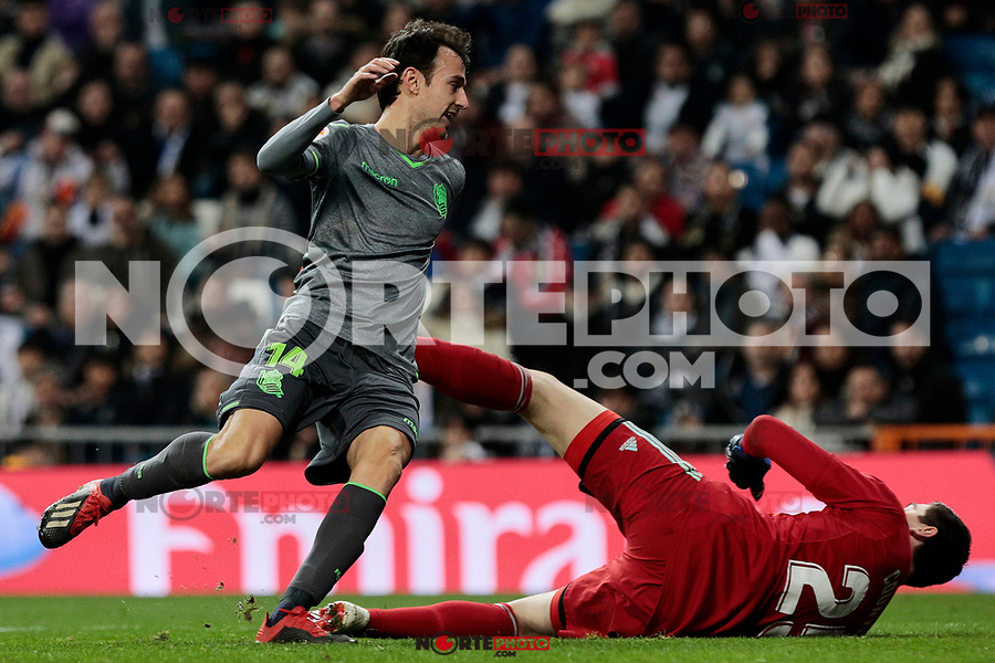 Real Madrid's Thibaut Courtois and Real Sociedad's Ruen Pardo during La Liga match between Real Madrid and Real Sociedad at Santiago Bernabeu Stadium in Madrid, Spain. January 06, 2019. (ALTERPHOTOS/A. Perez Meca)<br />  (ALTERPHOTOS/A. Perez Meca) /NortePhoto.com
