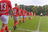 Standard CL players entering the field pictured during a female soccer game between Standard Femina de Liege and Dames SV Zulte Waregem on the fifth matchday of the 2020 - 2021 season of Belgian Scooore Womens Super League , saturday 17 th of October 2020  in Angleur , Belgium . PHOTO SPORTPIX.BE | SPP | STIJN AUDOOREN
