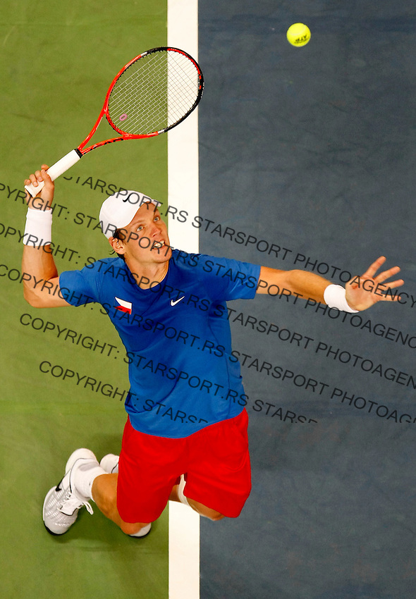 Tenis, Davis Cup 2010.Serbia Vs. Czech Republic, semifinals.Novak Djokovic Vs. Tomas Berdych.Tomas Berdych, serve.Beograd, 19.09.2010..foto: Srdjan Stevanovic/Starsportphoto ©