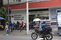14/07/2020 - FAMÍLIA PROCURA CORPO DE IDOSO MORTO POR COVID NO RIO