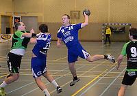 HBC Izegem -  Desselgemse Handbal : Karel Vangroenweghe (15) met de aanval voor Izegem <br /> foto VDB / BART VANDENBROUCKE