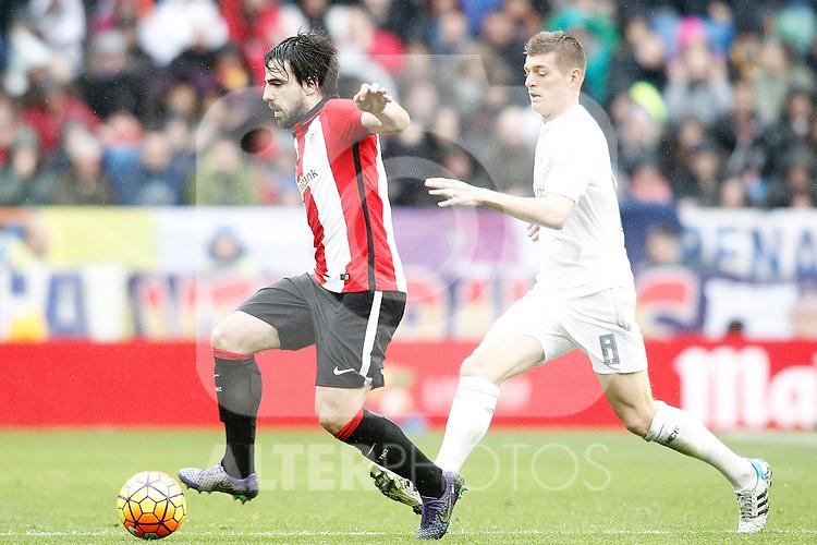 Real Madrid's Toni Kroos (r) and Athletic de Bilbao's Benat Etxebarria during La Liga match. February 13,2016. (ALTERPHOTOS/Acero)