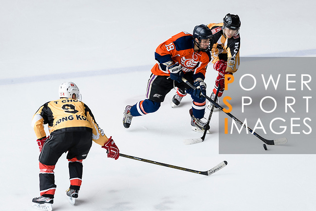 Sam Goodwin of Singapore Hawkers (C) fights for the puck during the Mega Ice Hockey 5s match between Singapore Hawkers and Empire Skate on May 04, 2018 in Hong Kong, Hong Kong. Photo by Marcio Rodrigo Machado / Power Sport Images