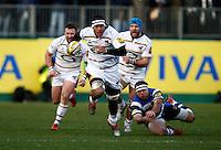 Photo: Richard Lane/Richard Lane Photography. Bath Rugby v Wasps. Aviva Premiership. 10/01/2015. Wasps' Nathan Hughes attacks.