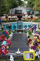 Graceland, home of Elvis Presley, Elvis tomb