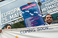 Pressekonferenz von Fluechtlingen die u.a. seit ueber 10 Tagen auf dem Oranienplatz in Berlin Kreuzberg einen Hungerstreik durchfuehren zusammen mit Fluechtlingen aus der, besetzten Schule in Berlin-Kreuzberg und einer Dauermahnwache vor dem Sitz der Europaeischen Kommision am Brandenburger Tor.<br /> Die Fluechtlinge erklaerten der Presse den Stand des Hungerstreiks und warben fuer einen Fluechtlingsprotestmarsch von Strassbourg nach Bruessel im Juni.<br /> Anschliessend zogen sie mit einer Demonstration zum Kanzleramt um dort mit der Beauftragten der Bundesregierung fuer Migration, Fluechtlinge und Integration im Bundeskanzleramt, Aydan Oezoguz , um einer Termin zu bekommen.<br /> Sie stellten in Aussicht, das dabei Hungerstreik beendet werden koennte. Da die Ministerin nicht im Haus war, schrieben die Fluechtlinge einen Brief an sie, der u.a. auch vom MdB Christian Stroebele (B90/Gruene) mit unterzeichnet wurde.<br /> 23.4.2014, Berlin<br /> Copyright: Christian-Ditsch.de<br /> [Inhaltsveraendernde Manipulation des Fotos nur nach ausdruecklicher Genehmigung des Fotografen. Vereinbarungen ueber Abtretung von Persoenlichkeitsrechten/Model Release der abgebildeten Person/Personen liegen nicht vor. NO MODEL RELEASE! Don't publish without copyright Christian-Ditsch.de, Veroeffentlichung nur mit Fotografennennung, sowie gegen Honorar, MwSt. und Beleg. Konto:, I N G - D i B a, IBAN DE58500105175400192269, BIC INGDDEFFXXX, Kontakt: post@christian-ditsch.de<br /> Urhebervermerk wird gemaess Paragraph 13 UHG verlangt.]