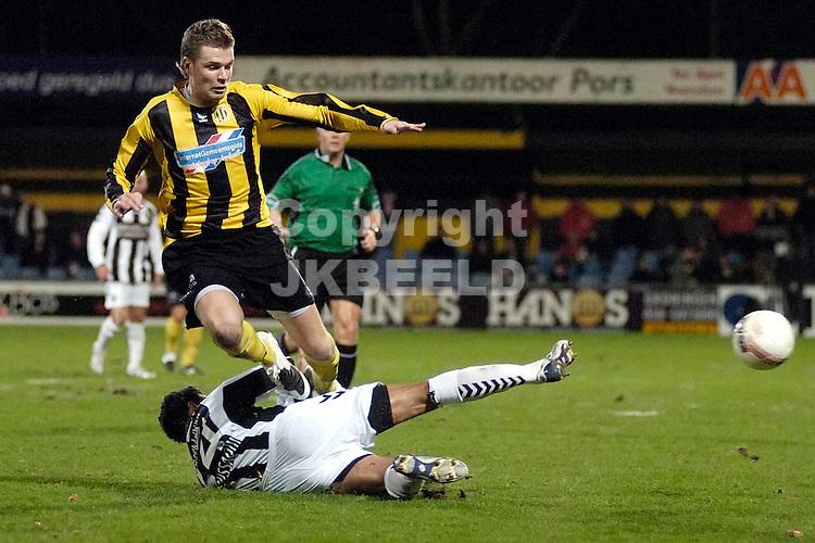 voetbal bv veendam - ado den haag jupiler league 25-01-2008 mark veldmate wordt gestuit..fotograaf Jan Kanning