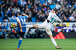 Gareth Bale (R) of Real Madrid competes for the balding Luis Carlos Correia Pinto, Luisinho, of RC Deportivo La Coruna during the La Liga 2017-18 match between Real Madrid and RC Deportivo La Coruna at Santiago Bernabeu Stadium on January 21 2018 in Madrid, Spain. Photo by Diego Gonzalez / Power Sport Images