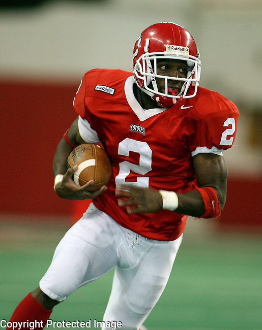 University of South Dakota's Amos Allen (2) runs the ball against University Minnesota Mankato in the second quarter of their NCC game Saturday afternoon, October 27,2007, at the DakotaDome in Vermillion. (photo by Dave Eggen/Inertia)