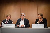 """Vorstellung des DGB-Index """"Gute Arbeit"""" am Mittwoch den 15. November 2017 in Berlin.<br /> Mit dem DGB-Index """"Gute Arbeit"""" zeigt der Deutsche Gewerkschaftsbund (DGB) einen umfassenden Ueberblick über die Befragungsergebnisse des Inifes-Institut zum Thema digitale und analoge Arbeit, die Folgen der Digitalisierung für die Arbeitssituation und betrachtet Zusammenhaenge mit der Vereinbarkeit von Arbeit und Familie.<br /> In dem Index wird u.a. deutlich, dass sich Beschaeftigte, die mit digitalen Mitteln arbeiten, haeufiger Sorgen um die Zukunft ihres Arbeitsplatzes machen. Vor allem bei gering Qualifizierten und Geringverdienern sind diese Aengste ausgepraegter. Hinsichtlich der psychischen Arbeitsanforderungen zeigen sich Zusammenhaenge mit einem staerkeren Zeit- und Termindruck, mit Arbeitsverdichtung sowie haeufigeren Stoerungen und Unterbrechungen.<br /> Im Bild vlnr.: Marion Knappe, DGB-Sprecherin; Reiner Hoffman, DGB-Vorsitzender; Joerg Hofmann, IG-Metall-Vorsitzender; Michaela Rosenberger, NGG-Vorsitzende.<br /> 15.11.2017, Berlin<br /> Copyright: Christian-Ditsch.de<br /> [Inhaltsveraendernde Manipulation des Fotos nur nach ausdruecklicher Genehmigung des Fotografen. Vereinbarungen ueber Abtretung von Persoenlichkeitsrechten/Model Release der abgebildeten Person/Personen liegen nicht vor. NO MODEL RELEASE! Nur fuer Redaktionelle Zwecke. Don't publish without copyright Christian-Ditsch.de, Veroeffentlichung nur mit Fotografennennung, sowie gegen Honorar, MwSt. und Beleg. Konto: I N G - D i B a, IBAN DE58500105175400192269, BIC INGDDEFFXXX, Kontakt: post@christian-ditsch.de<br /> Bei der Bearbeitung der Dateiinformationen darf die Urheberkennzeichnung in den EXIF- und  IPTC-Daten nicht entfernt werden, diese sind in digitalen Medien nach §95c UrhG rechtlich geschuetzt. Der Urhebervermerk wird gemaess §13 UrhG verlangt.]"""