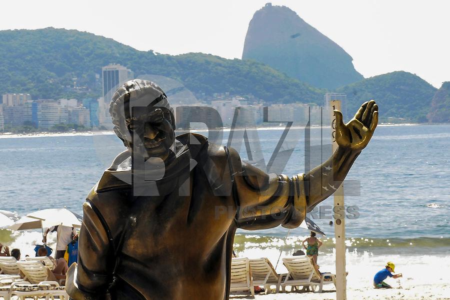 RIO DE JANEIRO,RJ,08 DE ABRIL DE 2013 - CLIMA TEMPO - Movimentacao na praia de Copacabana, na zona sul do Rio de Janeiro, nesta tarde de segunda-feira, (08). FOTO: SANDROVOX/BRAZIL PHOTO PRESS