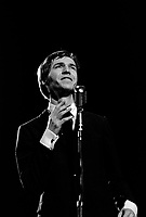 Le chanteur et parolier Stephane Venne sur  scene<br /> le 6 novembre 1968<br /> <br /> Photographe : Photo Moderne<br /> - Agence Quebec Presse