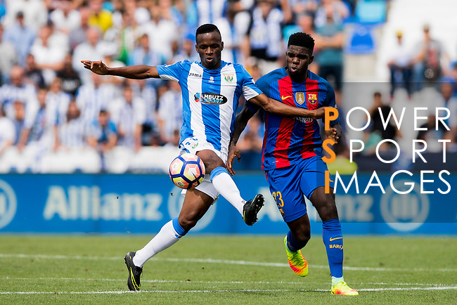 Mamadou Kone of Deportivo Leganes battles for the ball with Samuel Umtiti of FC Barcelona during their La Liga match between Deportivo Leganes and FC Barcelona at the Butarque Municipal Stadium on 17 September 2016 in Madrid, Spain. Photo by Diego Gonzalez Souto / Power Sport Images