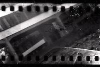 Blick auf das Bauhaus Dessau durch eine Bonbondose / view of the Bauhaus Dessau through a hole in a candy tin exposed on a 35mm film. Foto: Francis Rembarz