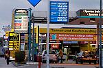 Europa, LUX, Luxemburg, Kanton Grevenmacher, Wasserbillig, Tankstelle, Benzinpreis, Preisauszeichung, Tanktourismus, Schilder, Preisschilder, Kategorien und Themen, Verkehr, Strassenverkehr, Auto, Automobile, Mobil, Kraftfahrzeug, KFZ, Strasse, Verkehrsmittel, Mobilitaet, Unterwegs, Tourismus, Touristik, Touristisch, Touristisches, Urlaub, Reisen, Reisen, Ferien, Urlaubsreise, Freizeit, Reise, Reiseziele, Ferienziele<br /> <br /> [Fuer die Nutzung gelten die jeweils gueltigen Allgemeinen Liefer-und Geschaeftsbedingungen. Nutzung nur gegen Verwendungsmeldung und Nachweis. Download der AGB unter http://www.image-box.com oder werden auf Anfrage zugesendet. Freigabe ist vorher erforderlich. Jede Nutzung des Fotos ist honorarpflichtig gemaess derzeit gueltiger MFM Liste - Kontakt, Uwe Schmid-Fotografie, Duisburg, Tel. (+49).2065.677997, <br /> archiv@image-box.com, www.image-box.com]
