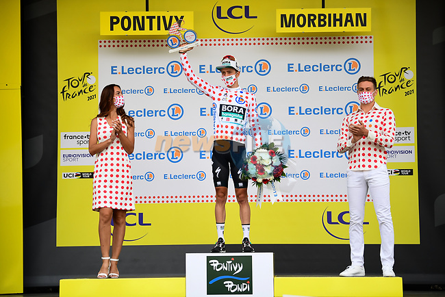 Ide Schelling (NED) Bora-Hansgrohe takes over the mountains Polka Dot Jersey at the end of Stage 3 of the 2021 Tour de France, running 182.9km from Lorient to Pontivy, France. 28th June 2021.  <br /> Picture: A.S.O./Pauline Ballet | Cyclefile<br /> <br /> All photos usage must carry mandatory copyright credit (© Cyclefile | A.S.O./Pauline Ballet)