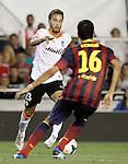 Valencia's Sergio Canales (l) and FC Barcelona's Sergio Busquets during La Liga match.September 1,2013. (ALTERPHOTOS/Acero)