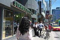 Toronto,  CANADA - File Photo - Downtown Toronto - starbucks coffee shop<br /> <br /> Photo :  Agence Quebec Presse - Pierre Roussel