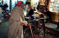 A blind man is begging for food and money at the Kashmiri Bazaar in the old town of Lahore. He sing praying-songs for Allah.<br /> 15.2.2001, Lahore/Pakistan<br /> Copyright: Christian-Ditsch.de<br /> [Inhaltsveraendernde Manipulation des Fotos nur nach ausdruecklicher Genehmigung des Fotografen. Vereinbarungen ueber Abtretung von Persoenlichkeitsrechten/Model Release der abgebildeten Person/Personen liegen nicht vor. NO MODEL RELEASE! Nur fuer Redaktionelle Zwecke. Don't publish without copyright Christian-Ditsch.de, Veroeffentlichung nur mit Fotografennennung, sowie gegen Honorar, MwSt. und Beleg. Konto: I N G - D i B a, IBAN DE58500105175400192269, BIC INGDDEFFXXX, Kontakt: post@christian-ditsch.de<br /> Bei der Bearbeitung der Dateiinformationen darf die Urheberkennzeichnung in den EXIF- und  IPTC-Daten nicht entfernt werden, diese sind in digitalen Medien nach §95c UrhG rechtlich geschuetzt. Der Urhebervermerk wird gemaess §13 UrhG verlangt.]