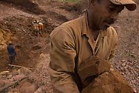 Com cerca de sete mil moradores , Serra Pelada, que chegou a ter mais de sessenta mil homens no auge do garimpo  vive hoje uma situação precária. Cerca de 10 áreas se mantém com trabalho de poucos garimpeiros as próximidades de antiga cava, que hoje alagada, mantém em suas águas resíduos de mercúrio que contaminaram toda região. Uma série de conflitos jurídicos e políticos mantém fechada a exploração na área.<br /> Curionópolis, Pará, Brasil.<br /> Foto Paulo Santos/Interfoto<br /> 18/08/2009.