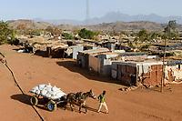 ETHIOPIA, Tigray, Shire, eritrean refugee camp May-Ayni managed by ARRA and UNHCR / AETHIOPIEN, Tigray, Shire, UNHCR und ARRA Fluechtlingslager May-Ayni fuer eritreische Fluechtlinge, Transport von Nahrungsmittelhilfen des World Food Programe per Pferdewagen
