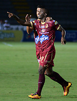 IBAGUÉ -COLOMBIA, 11-05-2017. Luis Paz jugador del Deportes Tolima celebra después de anotar un gol a Rionegro Aguilasdurante partido por la fecha 17 de la Liga Águila I 2017 jugado en el estadio Manuel Murillo Toro de Ibagué. / Luis Paz player of Deportes Tolima celebrates after scoring a goal to Rionegro Aguilasduring match for date 17 of the Aguila League I 2017 played at Manuel Murillo Toro stadium in Ibague city. Photo: VizzorImage / Juan Carlos Escobar / Cont