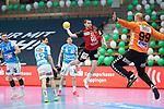 Tim Matthes (Berlin) wirft auf das Tor von Urh Kastelic (FAG) beim Spiel in der Handball Bundesliga, Frisch Auf Goeppingen - Fuechse Berlin.<br /> <br /> Foto © PIX-Sportfotos *** Foto ist honorarpflichtig! *** Auf Anfrage in hoeherer Qualitaet/Aufloesung. Belegexemplar erbeten. Veroeffentlichung ausschliesslich fuer journalistisch-publizistische Zwecke. For editorial use only.