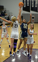 Bentonville West's Tuesday, Jan. 5, 2021, Fayetteville's during the first half of play in Bulldog Arena in Fayetteville. Visit nwaonline.com/210106Daily/ for today's photo gallery. <br /> (NWA Democrat-Gazette/Andy Shupe)