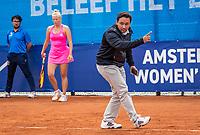 Amstelveen, Netherlands, 7 Juli, 2021, National Tennis Center, NTC, Amstelveen Womans Open,  Semifinal:  Umpire checks the line and calls out<br /> Photo: Henk Koster/tennisimages.com