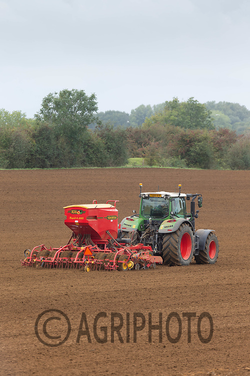1.10.2020 Drilling Winter cereals in Lincolnshire <br /> ©Tim Scrivener Photographer 07850 303986<br />      ....Covering Agriculture In The