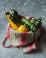 Gastronomie générale,  Courgettes longues et rondes, jaunes et vertes  //  Long and round zucchini, yellow and green - Stylisme : Valérie LHOMME