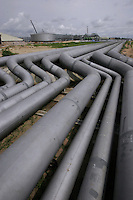 Shell operations in Niger Delta. Bonny terminal from where oil is exported. Workers construct new pipeline during an expantion of the plant. © Fredrik Naumann