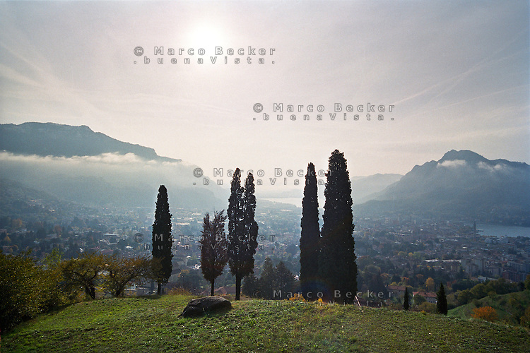 Veduta verso Lecco e il Lago di Como, salendo sulla Grigna --- View of Lecco and and Lake Como, climbing on the Grigna